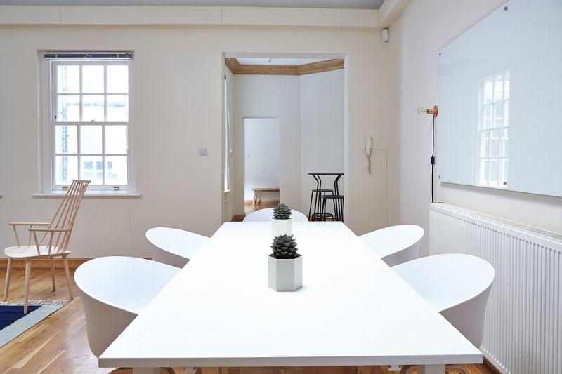 Le diverse tipologie di tavoli | Torniamo in Piazza